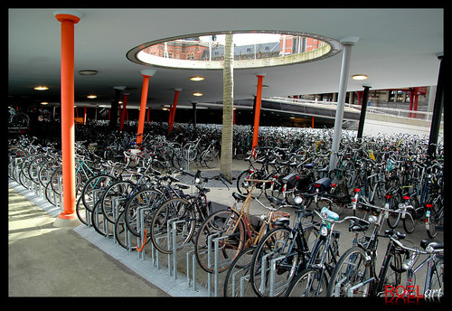 stadsbalkon-groningen-station-forcourt-and-bike-shelter_kcap
